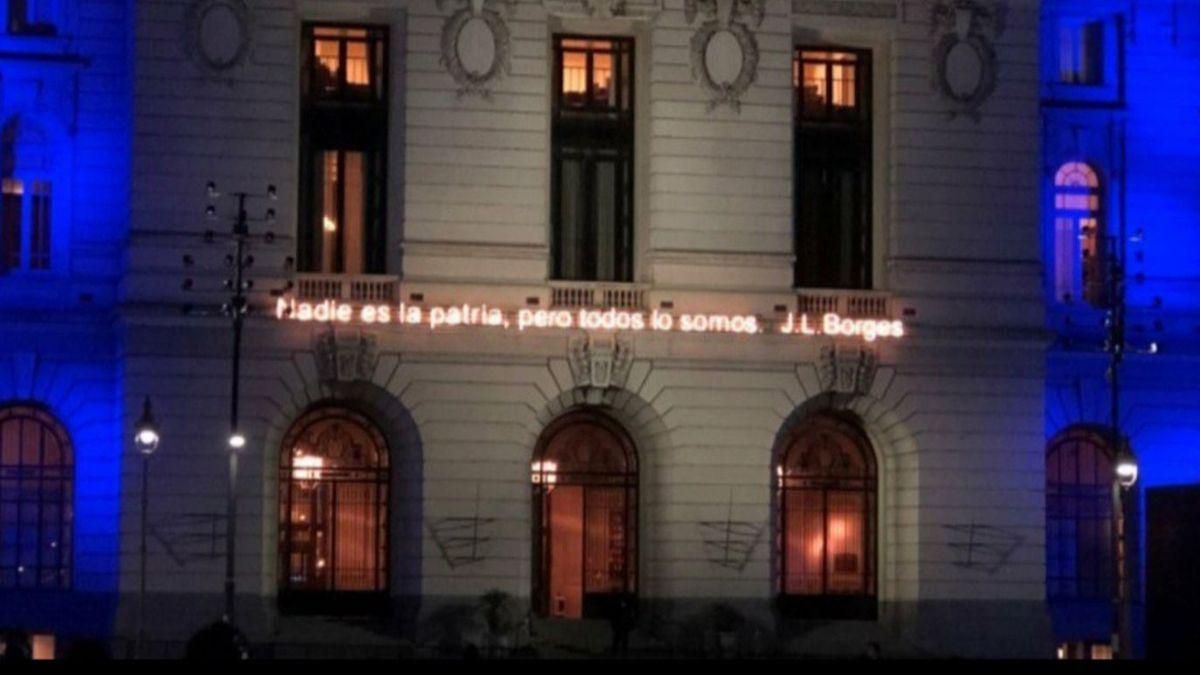 La frase de Borges fue quitada de la fachada del CCK.