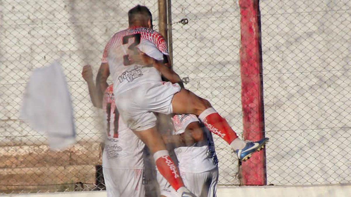 Huracán Las Heras tuvo un arranque ganador ante VIlla Mitre en el Federal A.