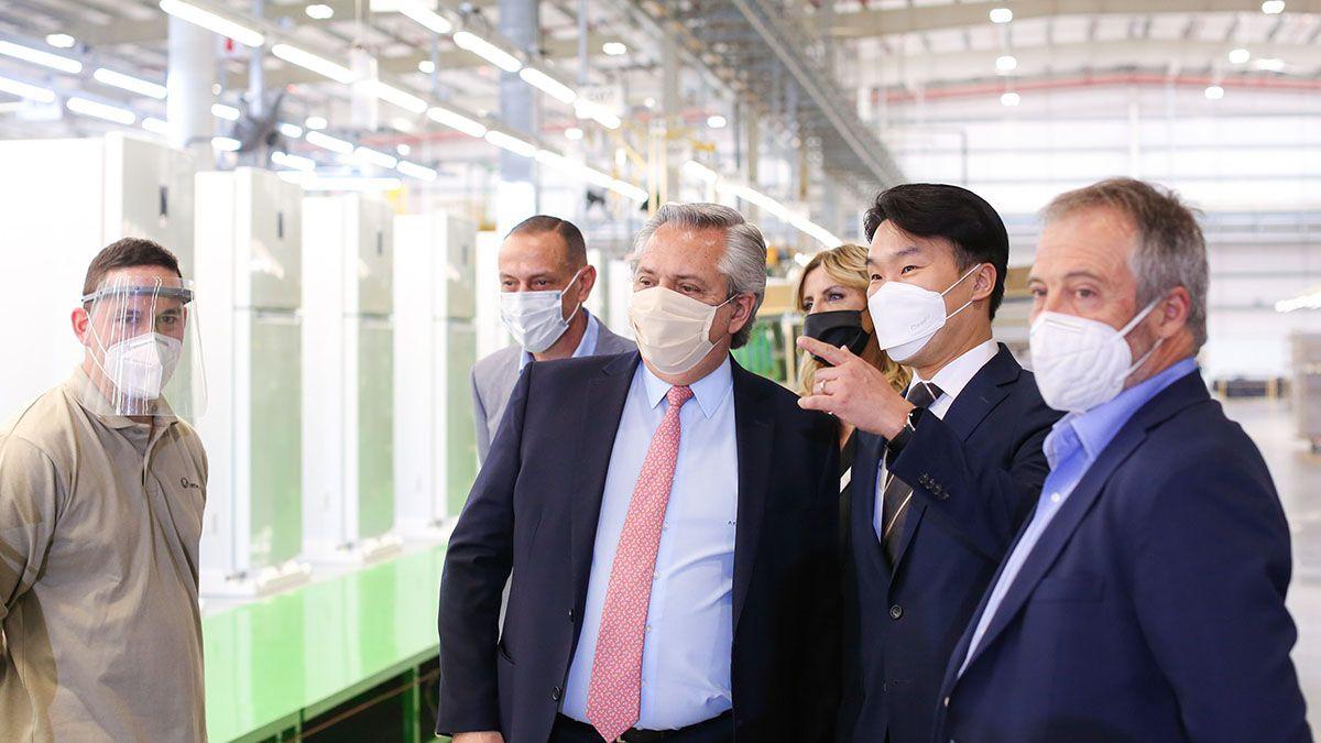 El presidente Alberto Fernández estuvo en la planta de la firma Visuar junto al ministro Matías Kulfas