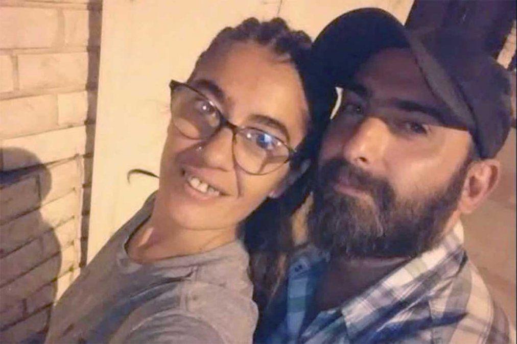El Gobierno ofreció un millón de pesos de recompensa por el hombre que intentó matar a su pareja de 27 puñaladas en Santa Fe. Salvó su vida al hacerse la muerta. Facundo Crocco se escapó y actualmente se encuentra prófugo de la Justicia.