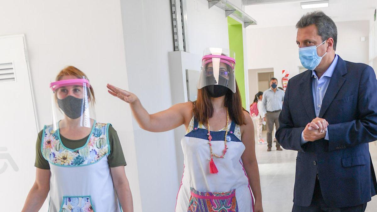Massa formuló estos conceptos durante una recorrida junto al intendente Juan Andreotti para inaugurar la renovación de la Escuela Primaria N°36 del municipio bonaerense de San Fernando.