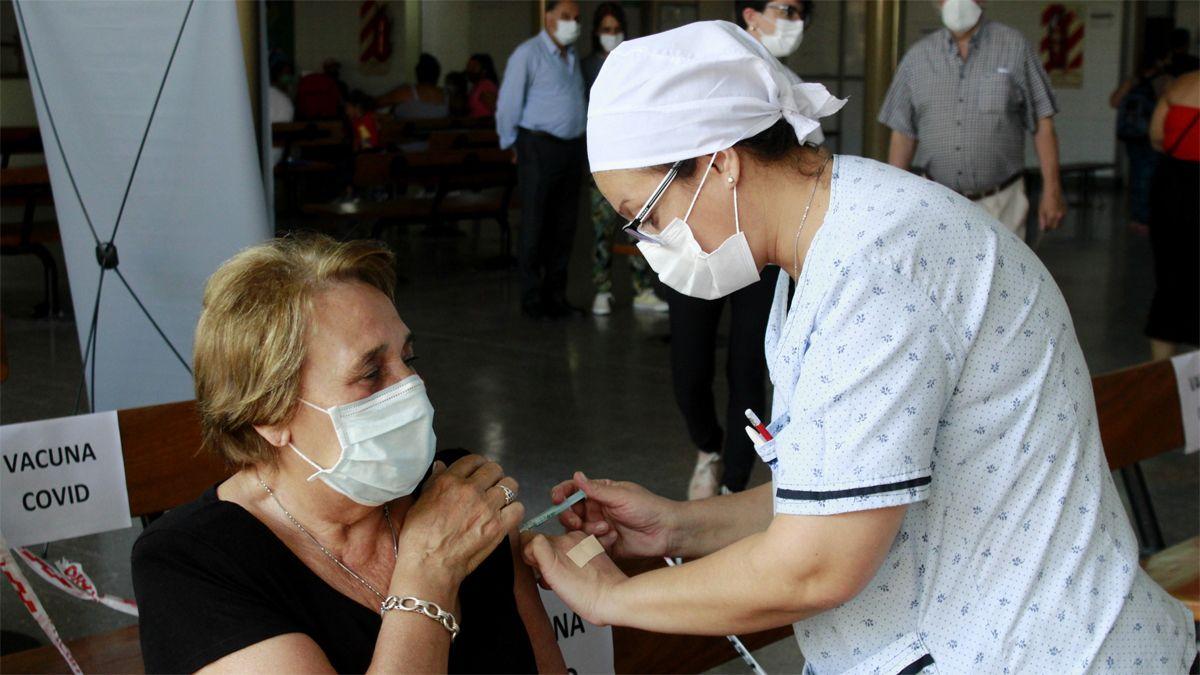 La vacuna Sputnik V ya se le aplicó a miles de mendocinos. La vucación seguirá con los mayores de 60 años.