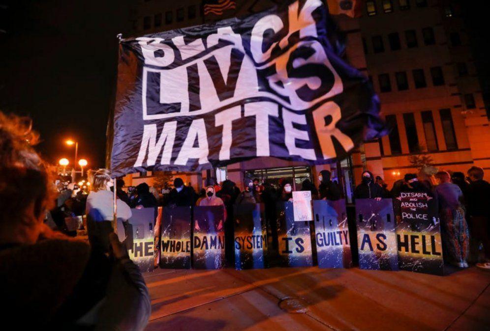Video: un policía mató a una adolescente de 16 años