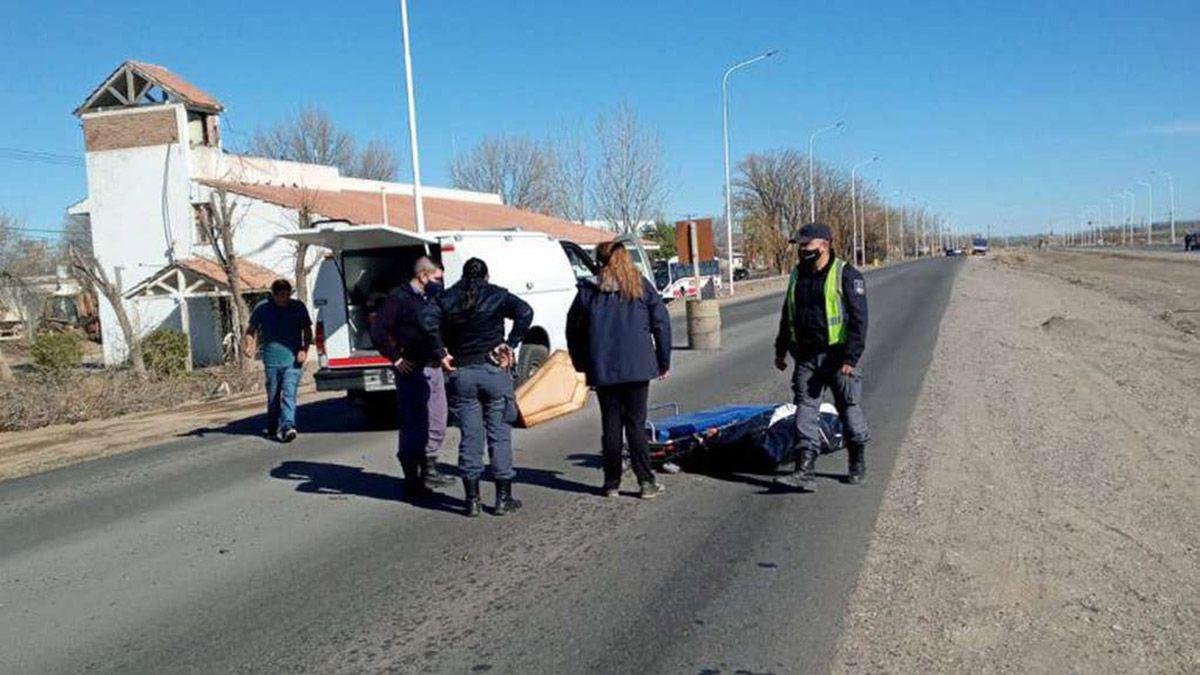 Neuquén: un cajón cayó de un coche fúnebre y el cadáver quedó tirado en la ruta