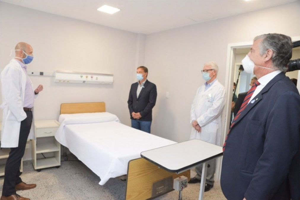 La UNCuyo decidió cerrar el área de internación del Hospital Universitario y se armó una gran polémica.