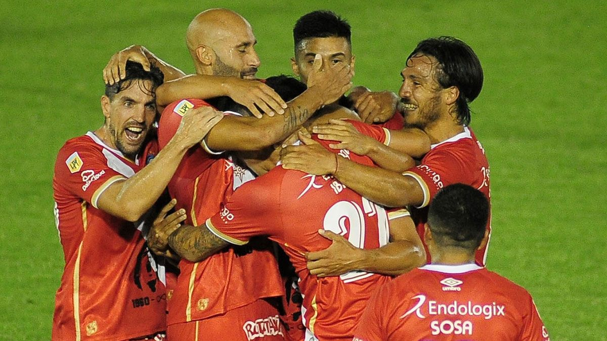 El Bicho venció al Globo y sueña con llegar a la final. (Fotobaires).