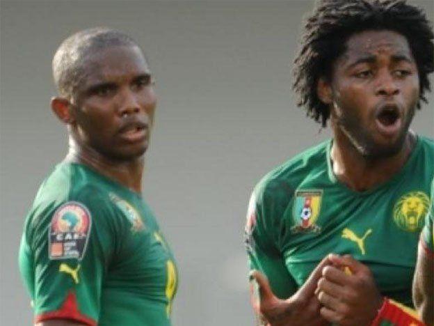 Camerún ganó con un doblete de Eto`o y es líder en África