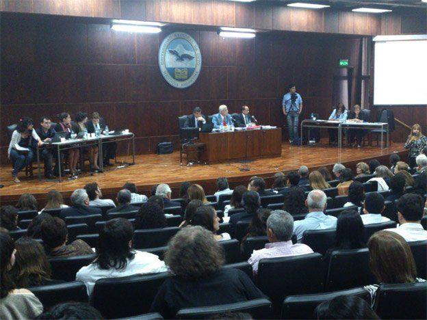La asamblea universitaria aprobó en líneas generales la reforma y ahora se discutirá la elección directa del rector
