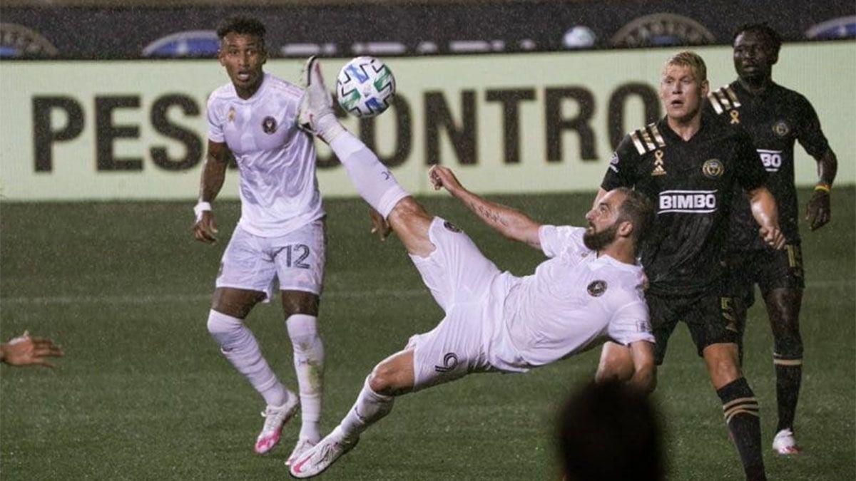 Gonzalo Higuaín debutó en Inter Miami: chilena, penal errado y pelea