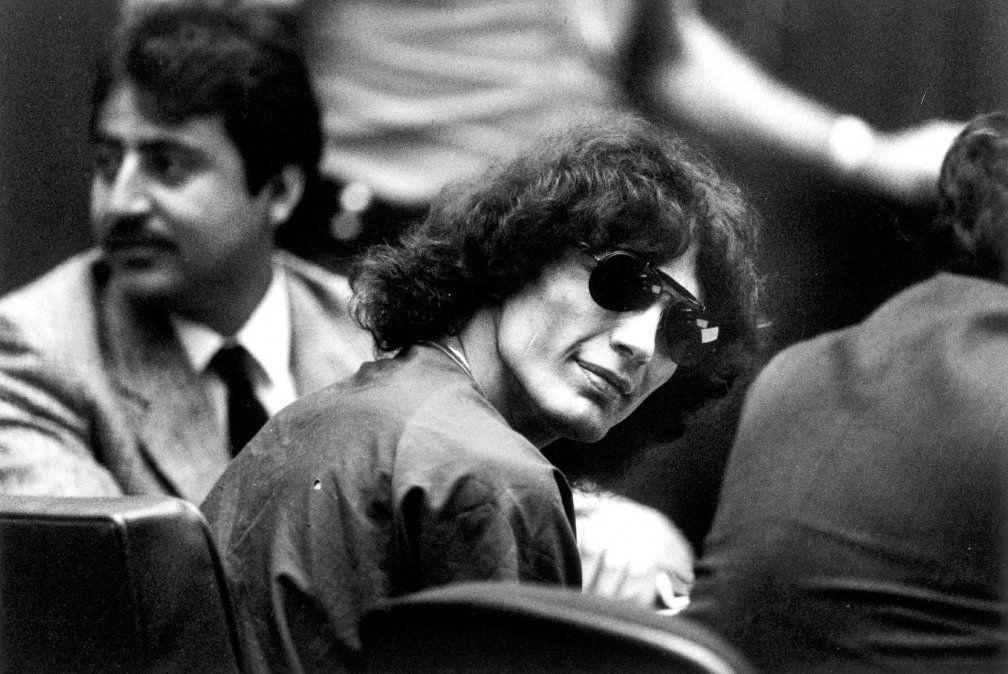 En el juicio Richard Ramírez saludaba y sonreía a las fanáticas que lo iban a ver.