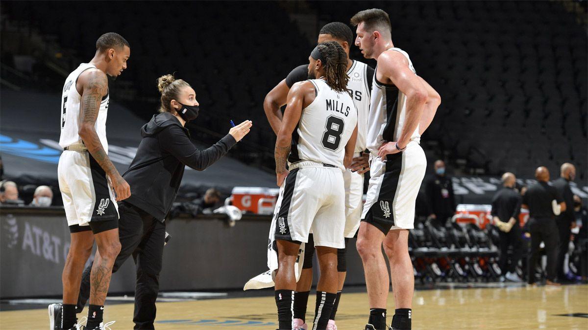 Becky Hammon hizo historia al debutar en los Spurs