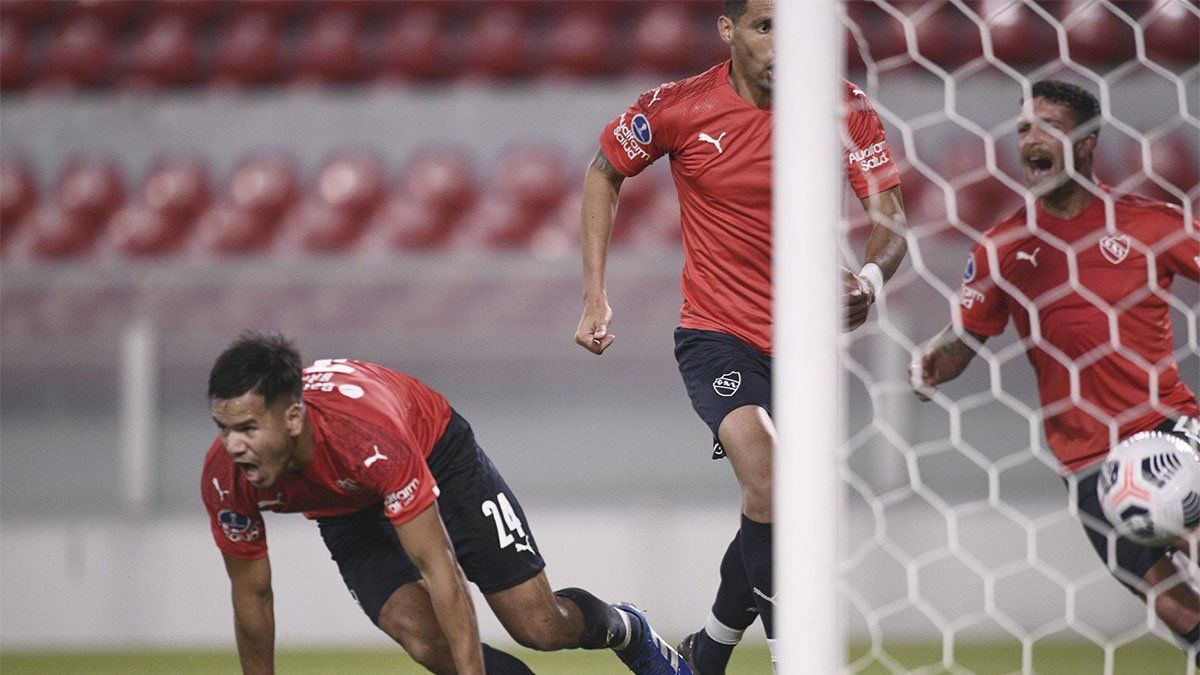 Independiente venció a Bahía y quedó cerca de la clasificación