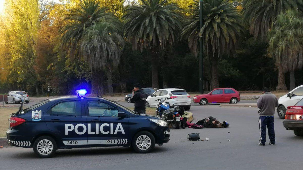 Dos motociclistas resultaron heridos en un accidente en el parque San Martín