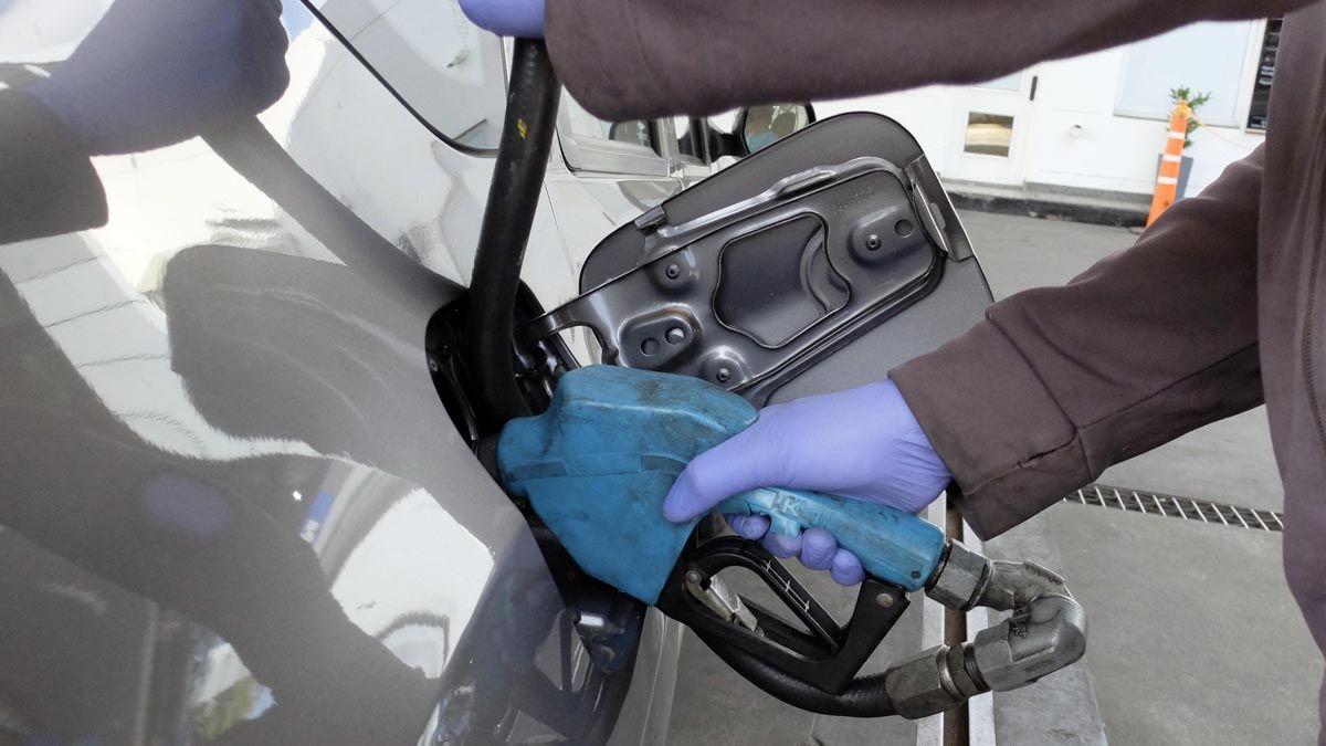 Aumento en los combustibles: a cuánto lo venden YPF