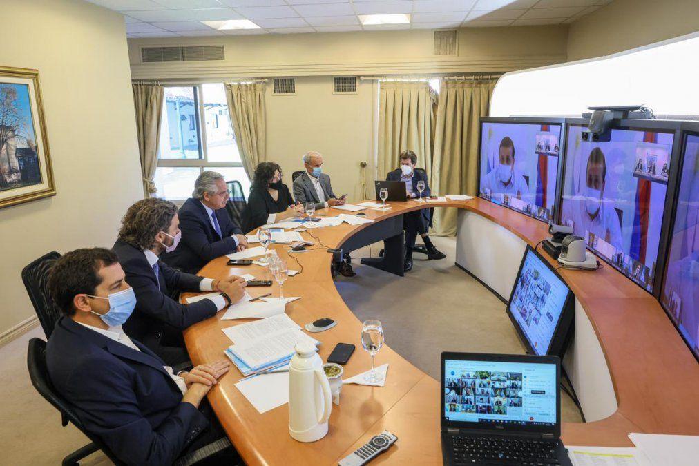 El presidente Alberto Fernández encabeza la reunión con los gobernadores para analizar nuevas restricciones frente a la llegada de la segunda ola de coronavirus.