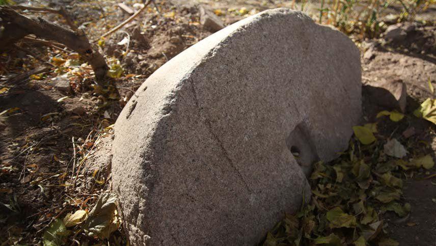 Encontraron en Las Heras una piedra que sería de un molino del siglo XIX