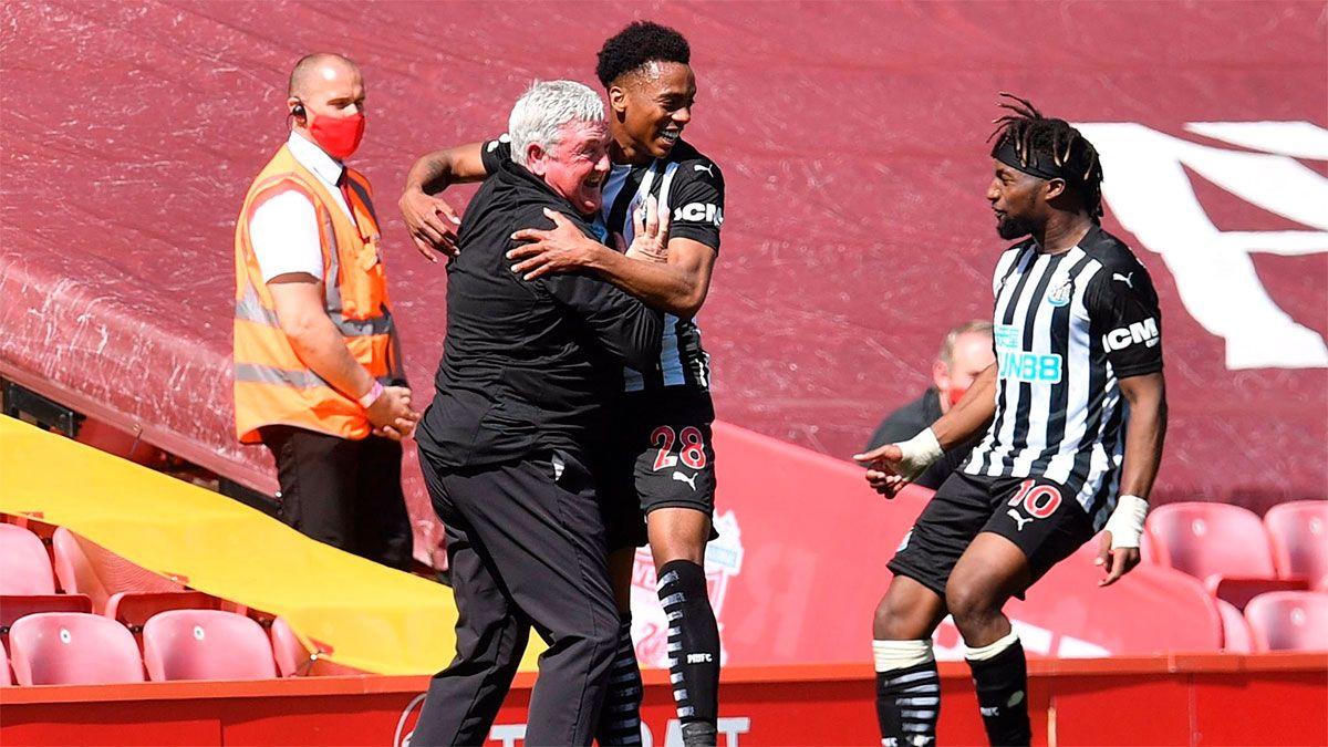 Newcastle amargó al Liverpool en la última jugada