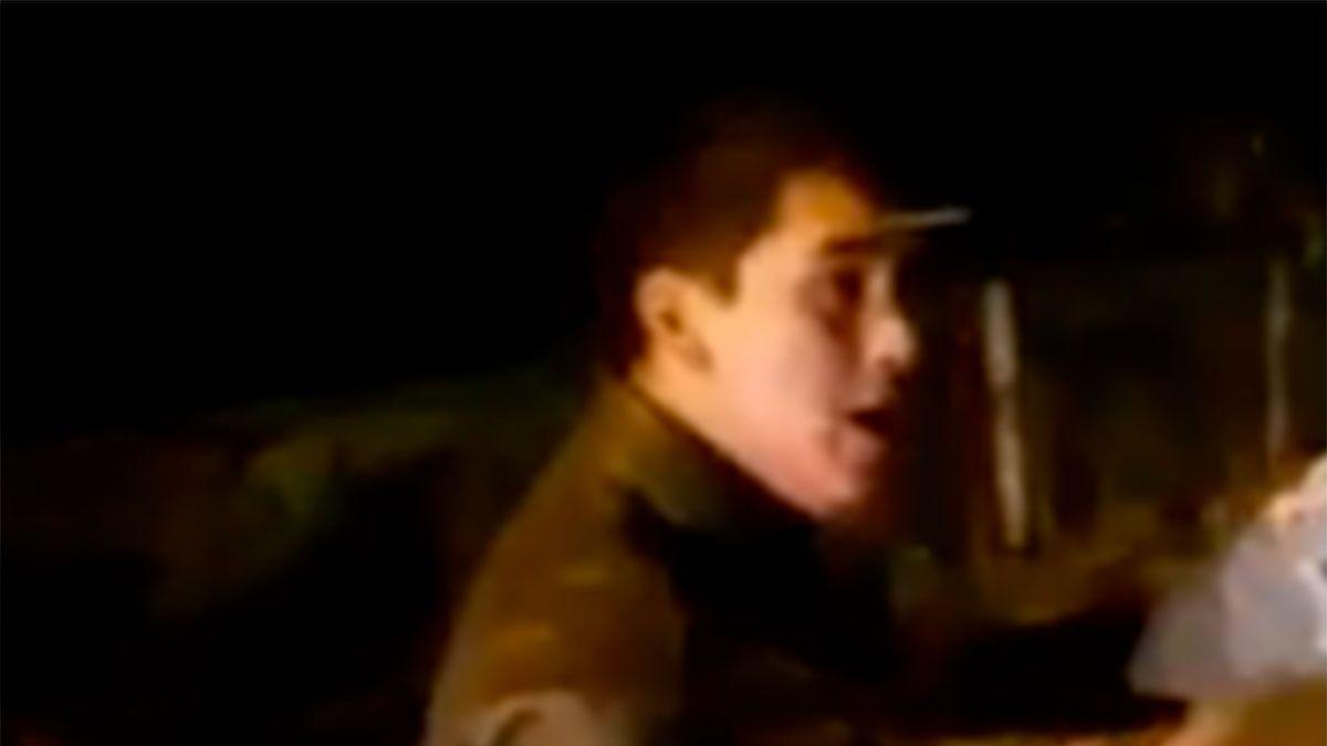 Un hombre terminó con un cuchillo clavado en la frente
