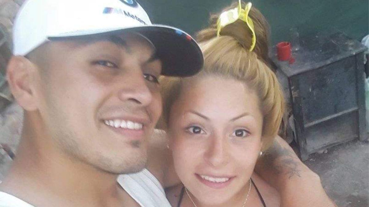 La joven quemada y su pareja
