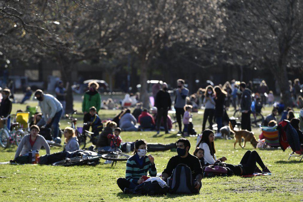 Coronavirus en Argetina. Miles de personas en elos parques de Buenos Aires.