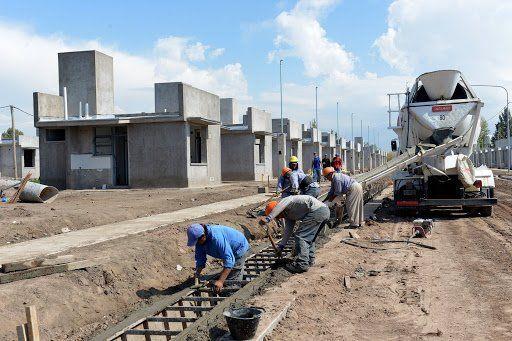 El plan de Suarez para reactivar la economía y el empleo es construir 1.400 casas en el 2021.