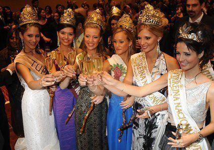 Las reinas vestidas de gala