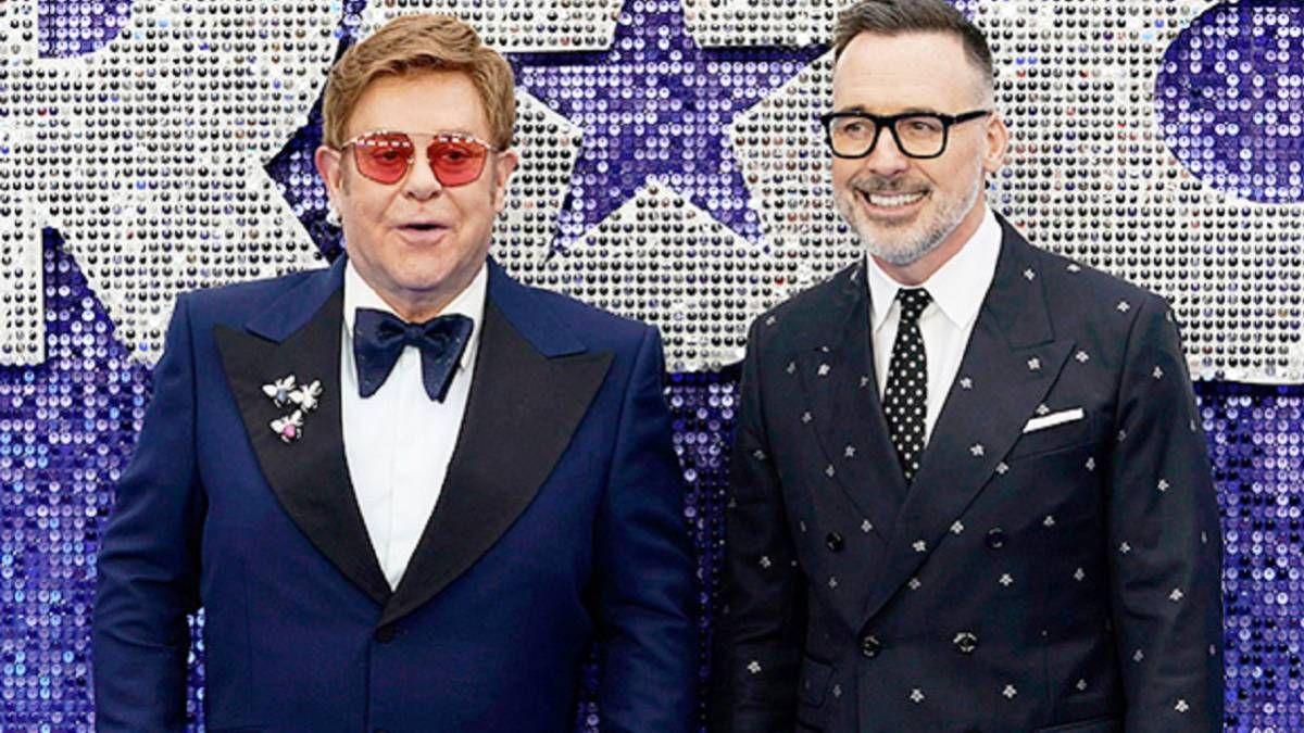 Serie musical. Elton John y su esposo sorprendieron en la serie Pose.