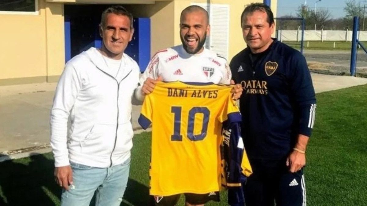 Dani Alves puede jugar en Boca