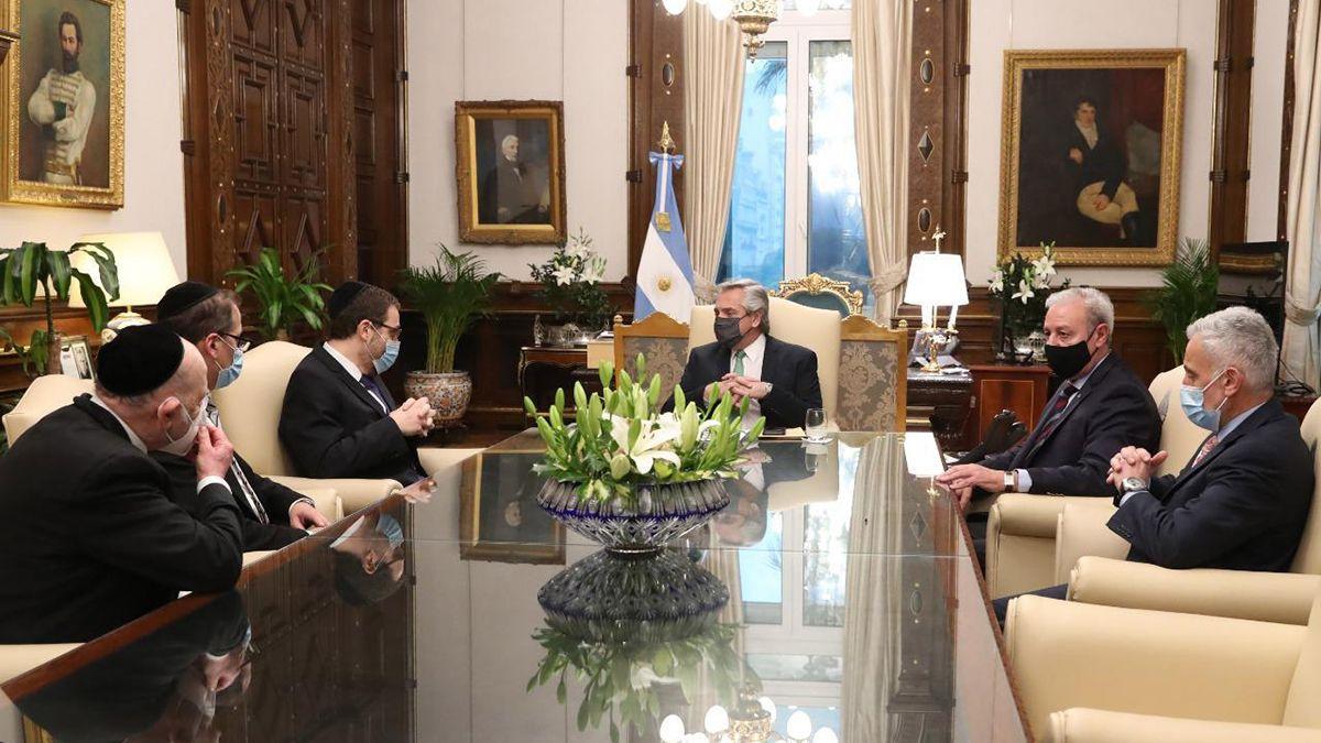Alberto Fernández estuvo acompañado por el secretario de Culto, Guillermo Olivieri, durante la reunión con autoridades de la AMIA.