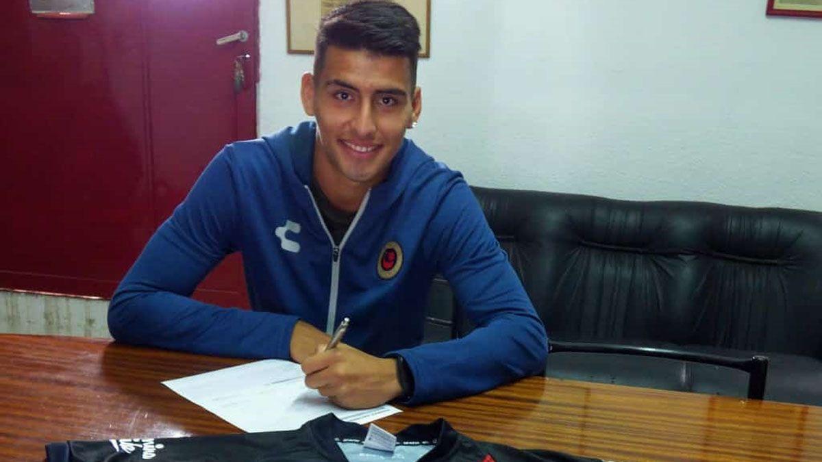 Leonel firmó el contrato en el Deportivo Maipú.