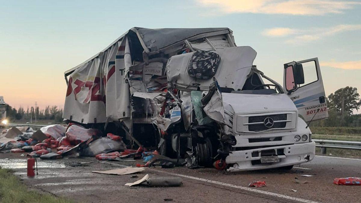 Choque entre dos camiones en la ruta 7