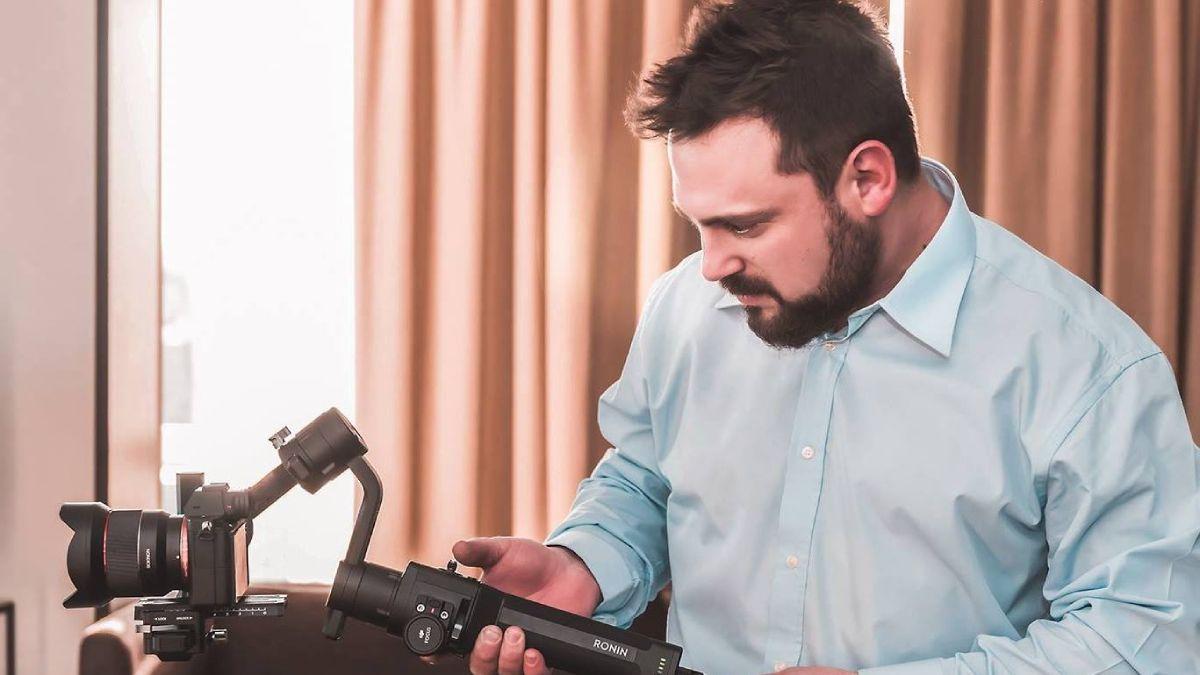 El fotógrafo mendocino Mauricio Nacif denunció que le robaron específico y muy técnico material fotográfico y tiene la esperanza de recuperarlo para su trabajo diario.