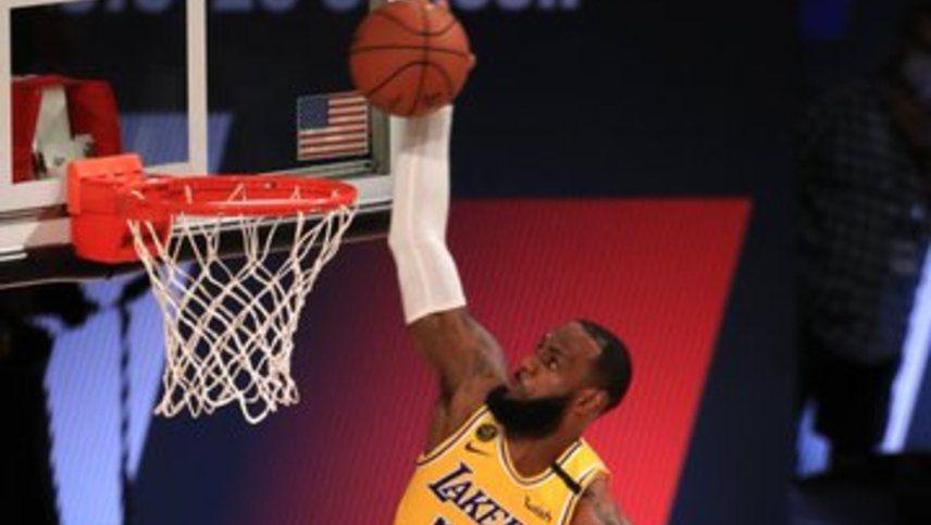 LeBron James fue el autor del doble decisivo para los Lakers ante los Clippers