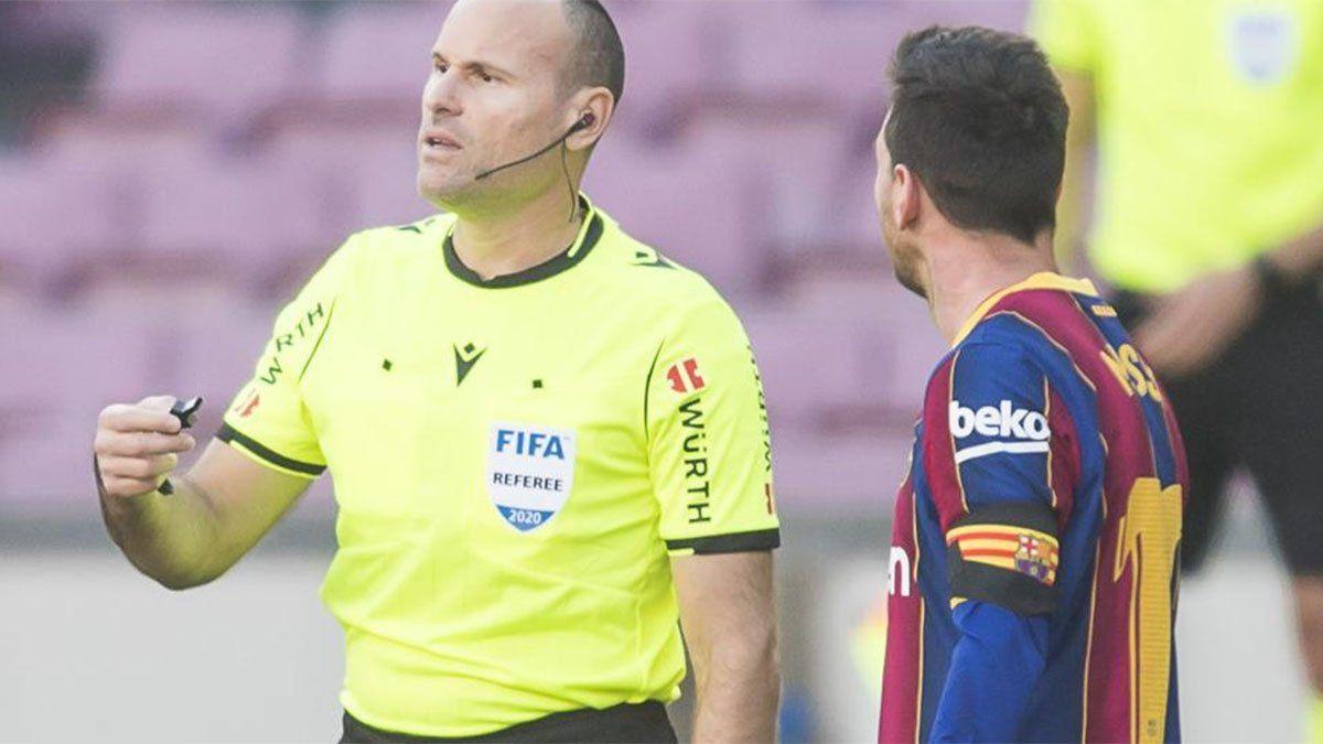 El insólito informe del árbitro que amonestó a Messi