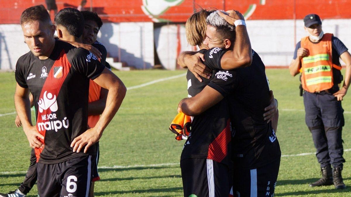 Sportivo Las Parejas es un equipo duro, joven y aguerrido