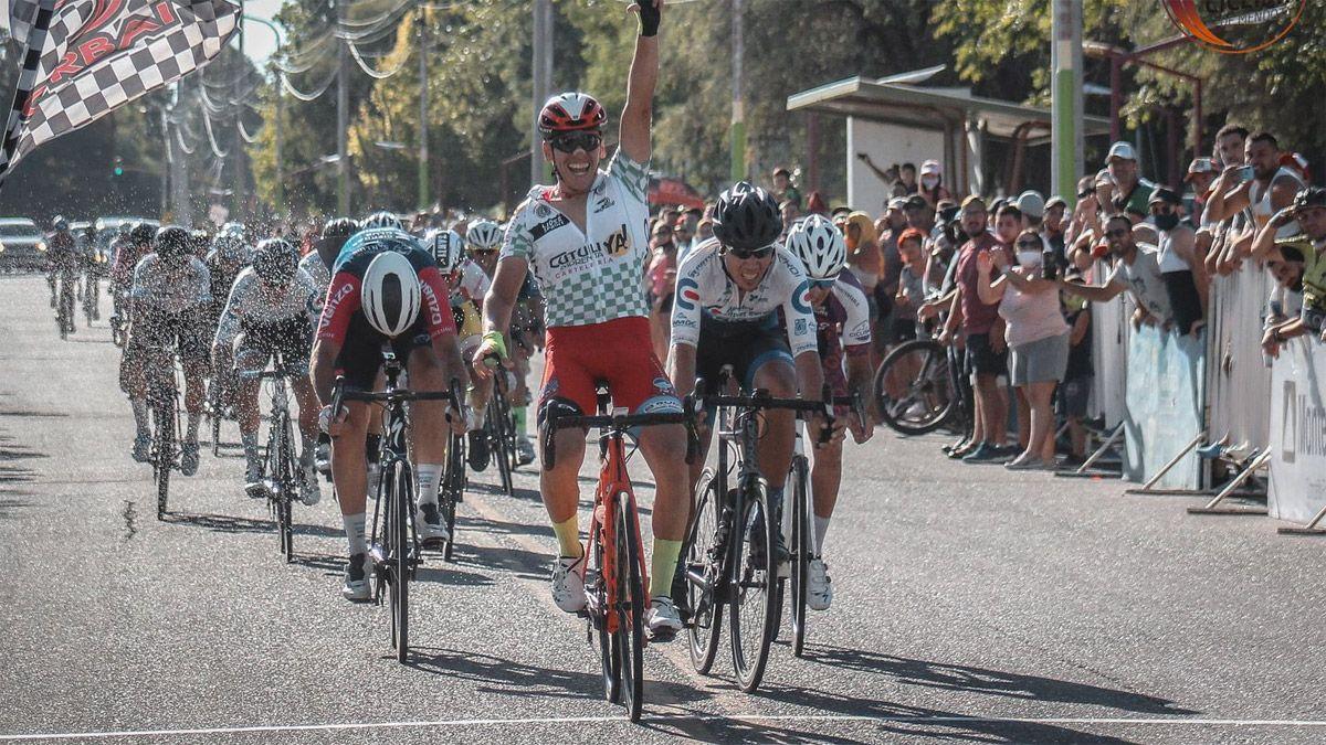 Nico Naranjo está imbatible en los sprints. (Gentileza Asociación Ciclista Mendocina).
