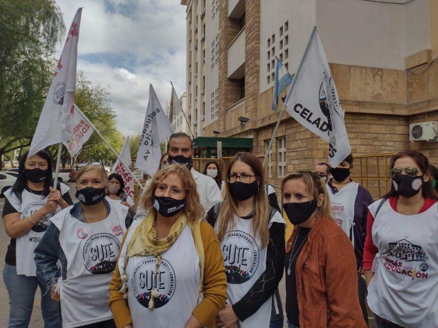 Según el gremio docente en Mendoza hay una ola de contagios en las escuelas y por eso pidieron volver a la virtualidad.