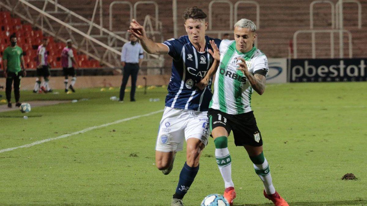 El defensor Gianluca Ferrari está en acción. Foto: Pablo González.