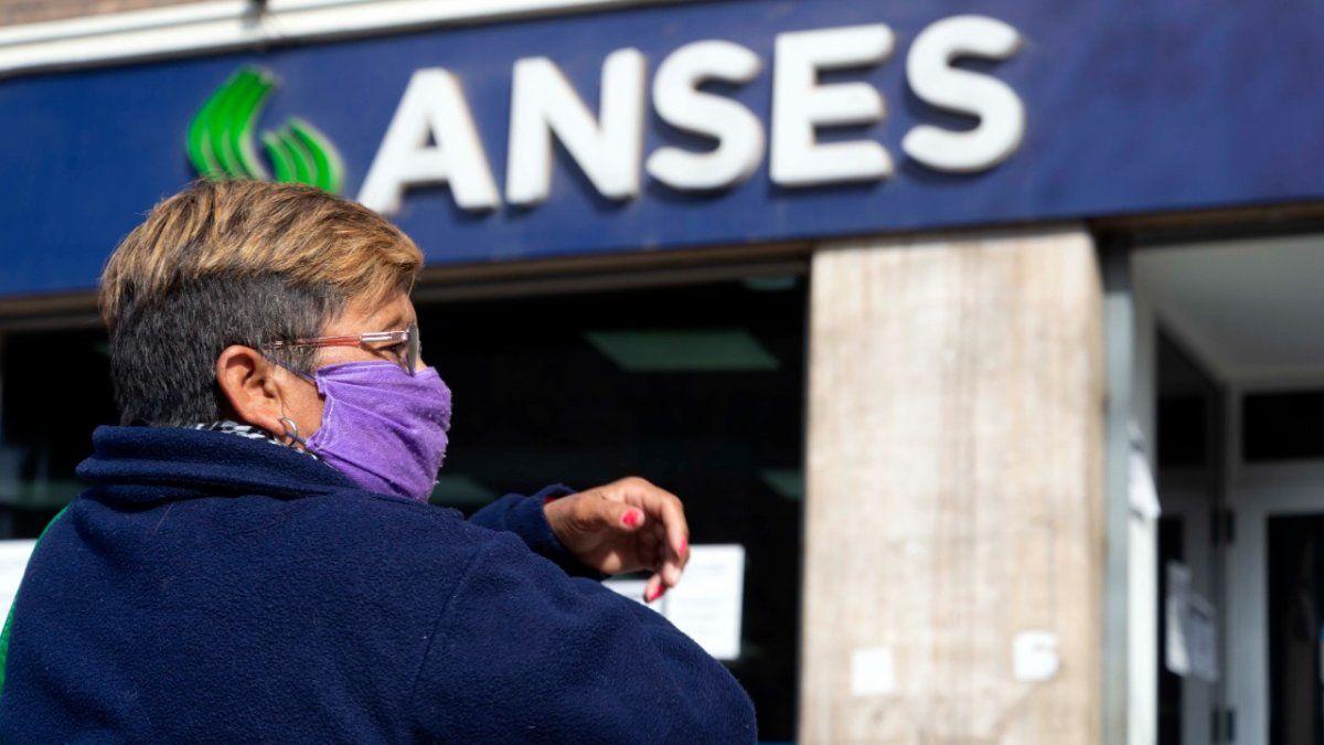 IFE, AUH, ATP y jubilados: cómo sigue el calendario de pago tras el parate de ANSES