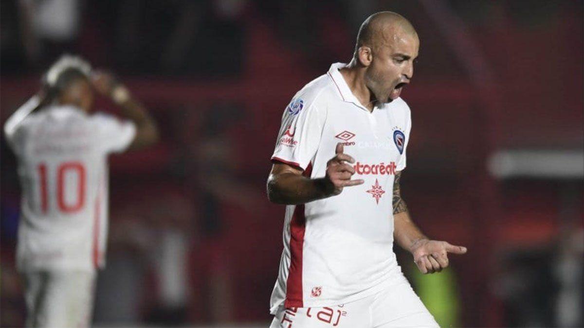 Un fallo histórico: Santiago Silva podrá volver a jugar