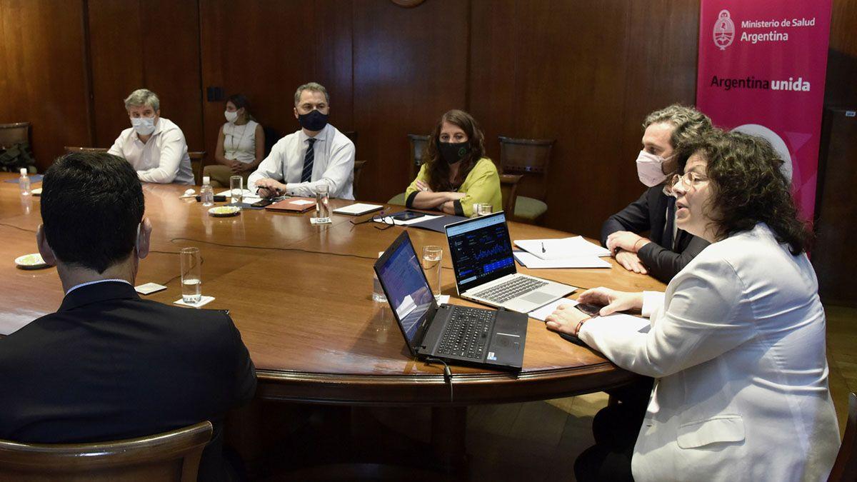 Reunión. La ministra de Salud