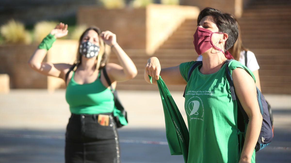 Manifestantes a favor del proyecto de legalización del aborto.