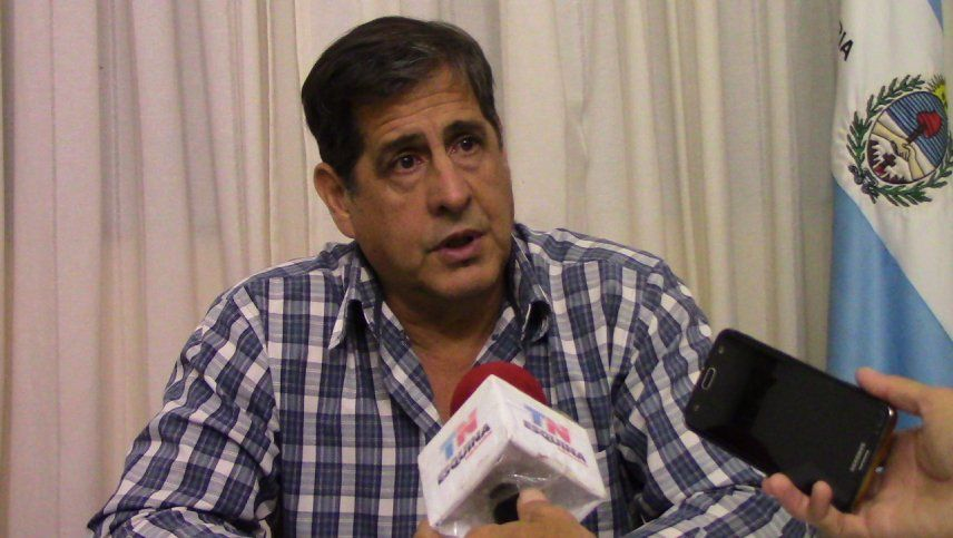 Hugo Benítez, el intendente que invita a las chicas a su despacho