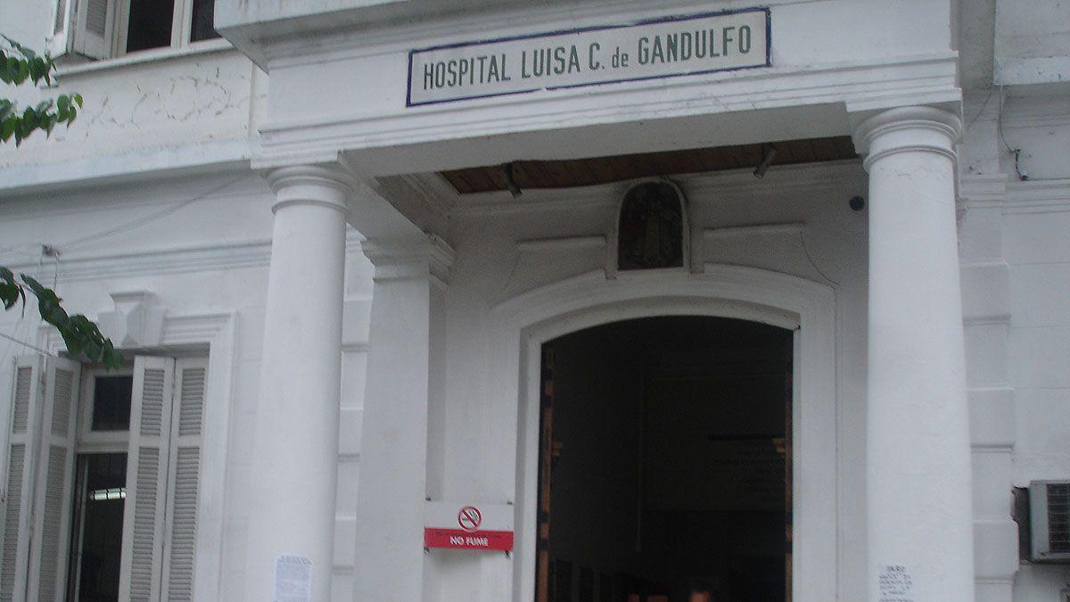 En este hospital agoniza el hombre que fue prendido fuego por su madre. La mujer dijo que la quiso violar.