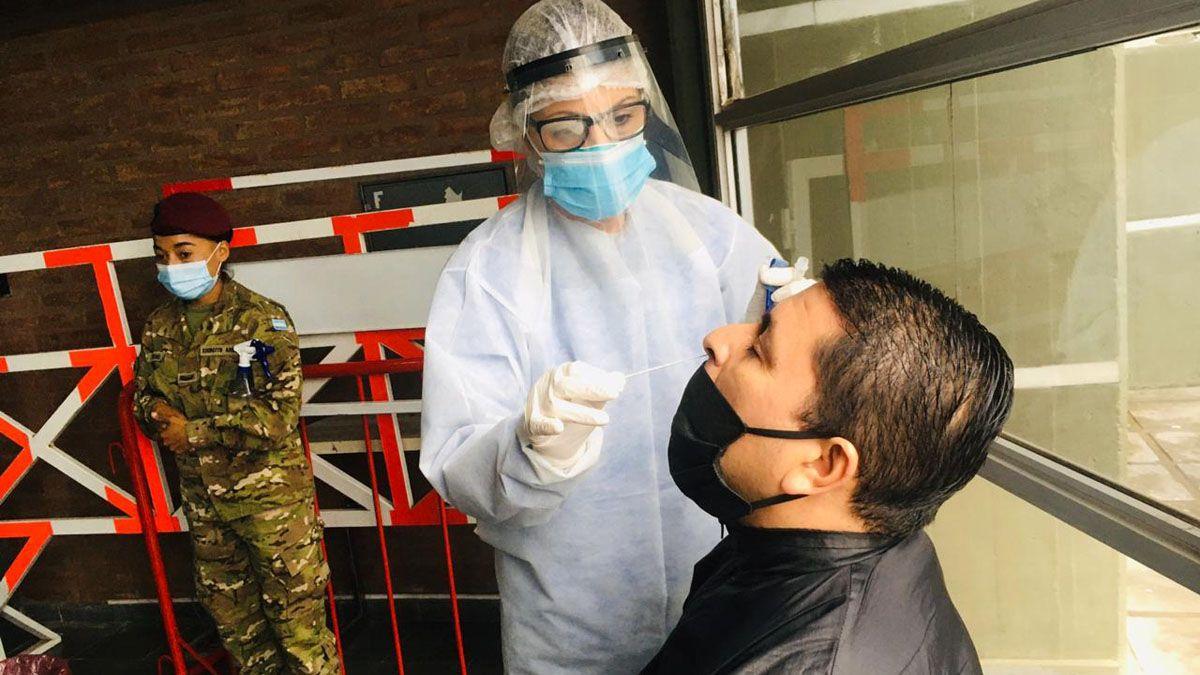 Coronavirus en Mendoza: octubre cerró con más de 21 mil casos y casi 500 muertos.