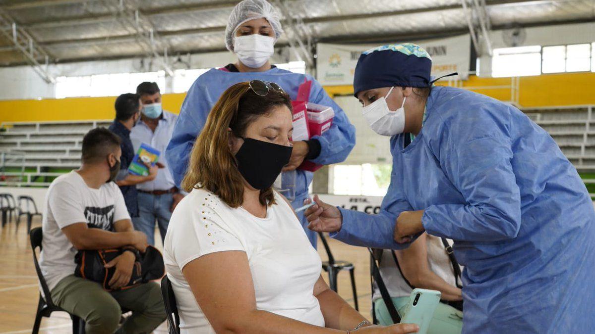 La DGE publicó el cronograma de vacunación para el primer grupo de docentes del Gran Mendoza