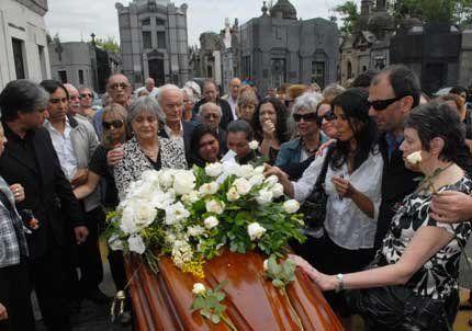Enterraron a Ariel Ramírez