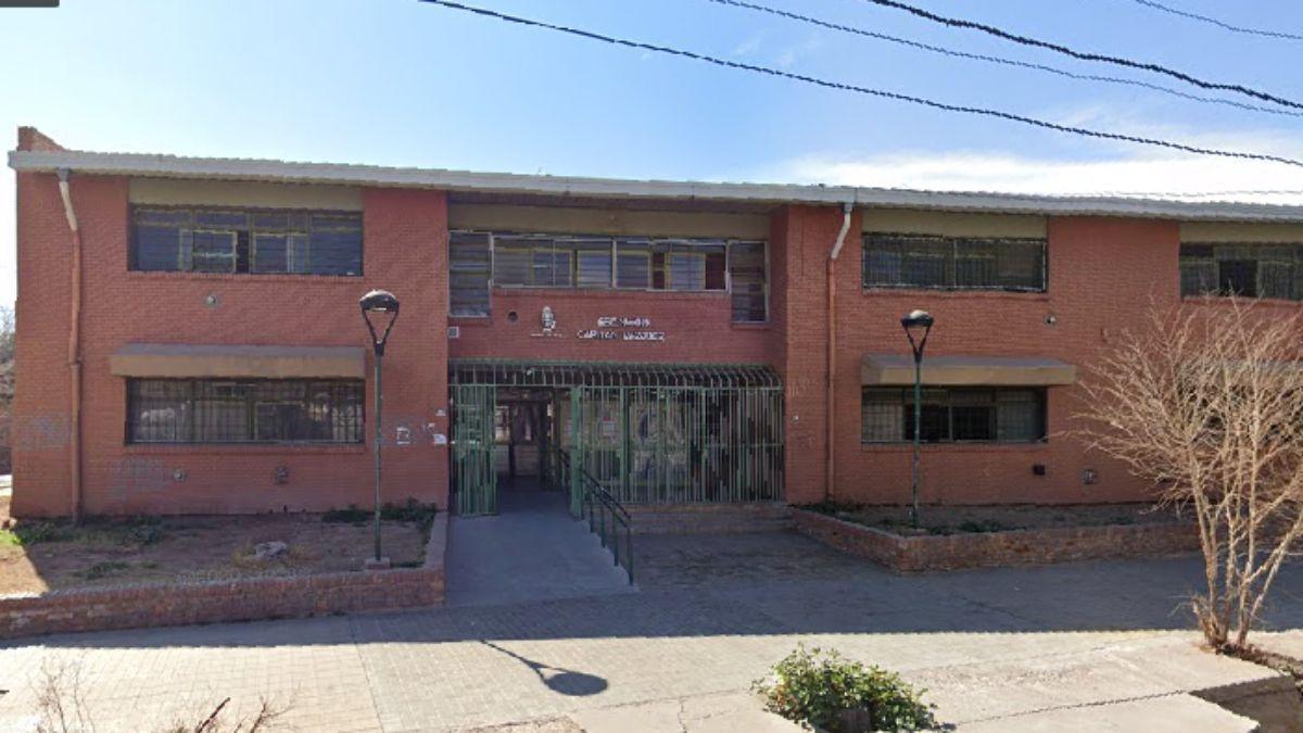 La escuela Capitán Vázquez de Las Heras se vio conmovida por el supuesto contagio de Covid-19 de una docente.