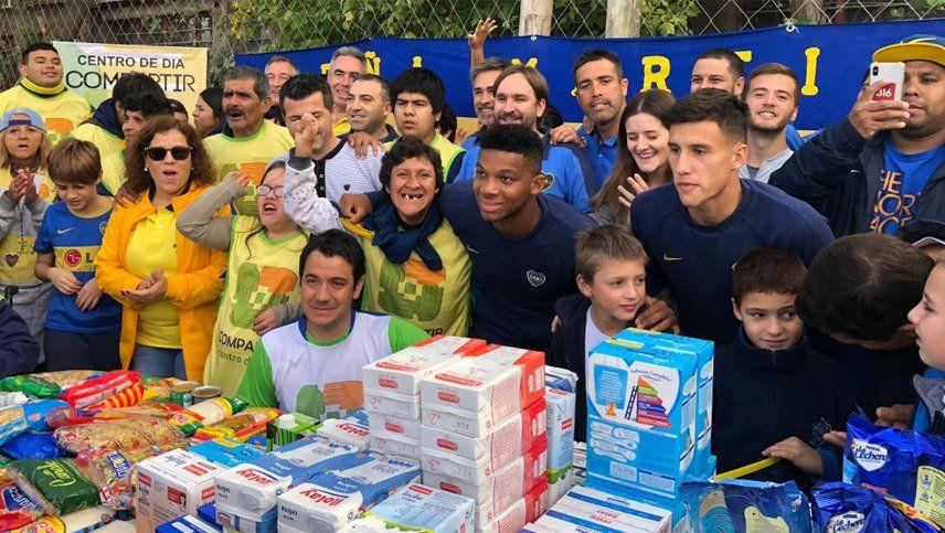 Un momento inolvidable: jugadores de Boca donaron mercadería en Mendoza