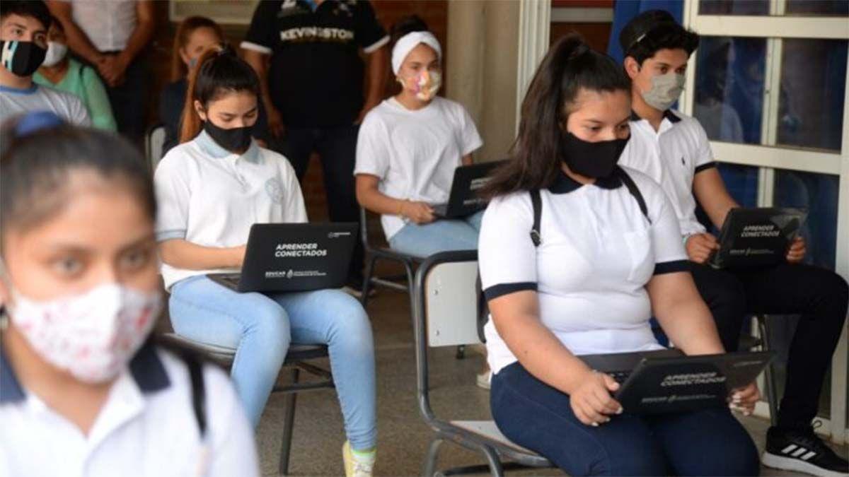 El Plan Federal Juana Manso entregará Netbooks a alumnos y alumnas de la secundaria.